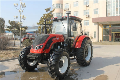 QLN-1304 tractor (130hp 95.6KW 4WD)